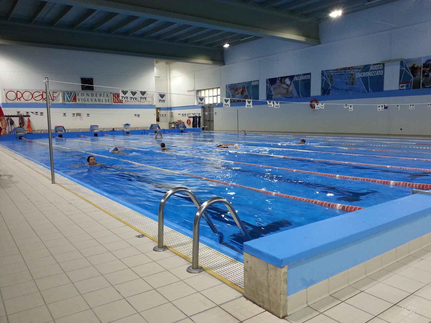 nuova illuminazione led per la piscina comunale di